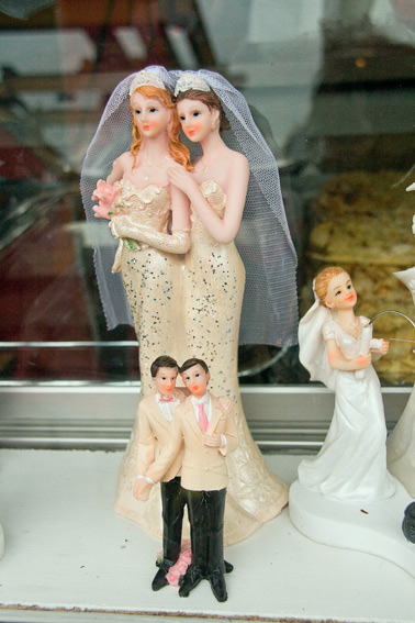 gay-wedding-cake-figurines