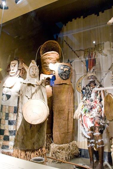 tropenmuseum-ritual-costumes
